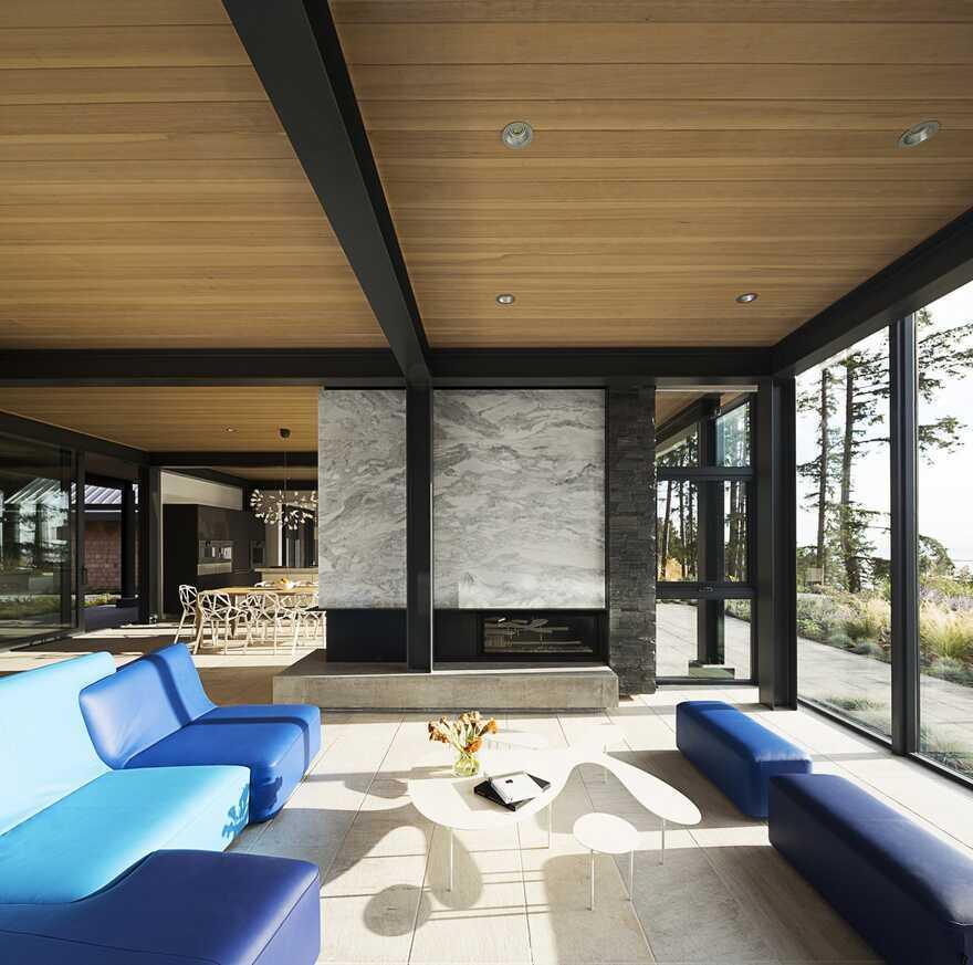 Collingwood Residence on Bowen Island's West Coast / Frits de Vries Architects