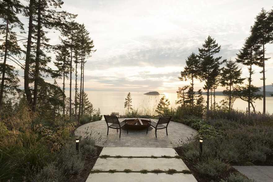 fireplace, Bowen Island's West Coast / Frits de Vries Architects