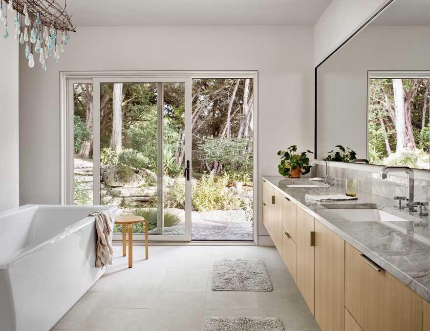 bathroom / Lake Flato Architects