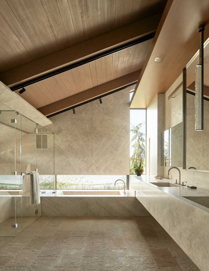 bathroom / Graham Baba Architects