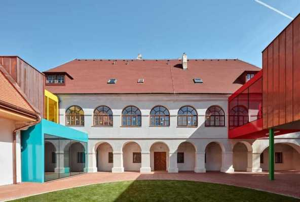 Reconstruction of Baroque Rectory / Elementary School Vřesovice