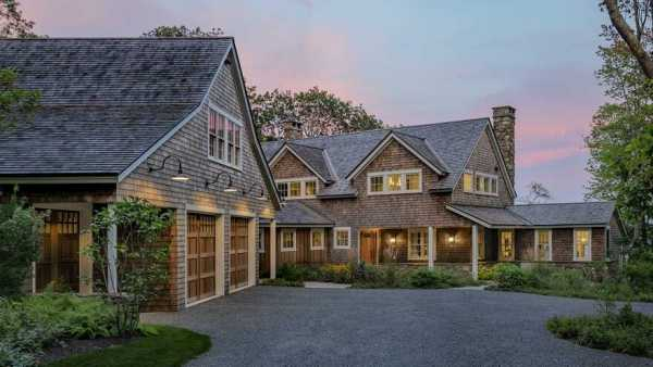 Island View Cottage / Whitten Architects