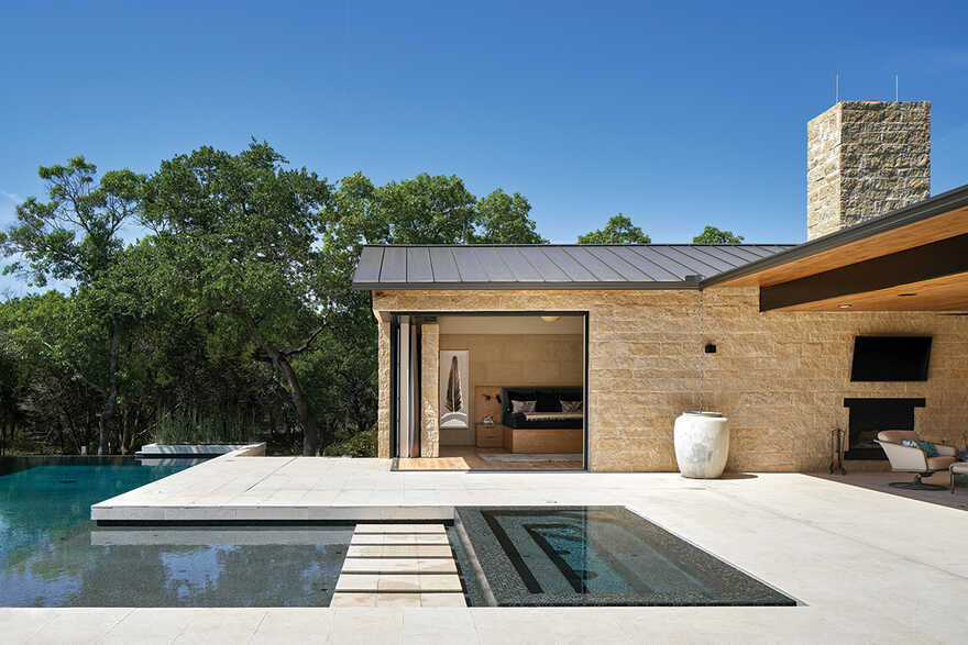 Hill Country Modern House / Dick Clark + Associates