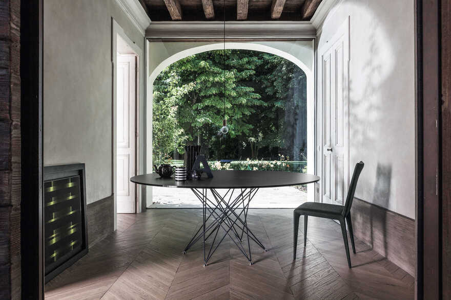 Octa extending table by Bartoli Design