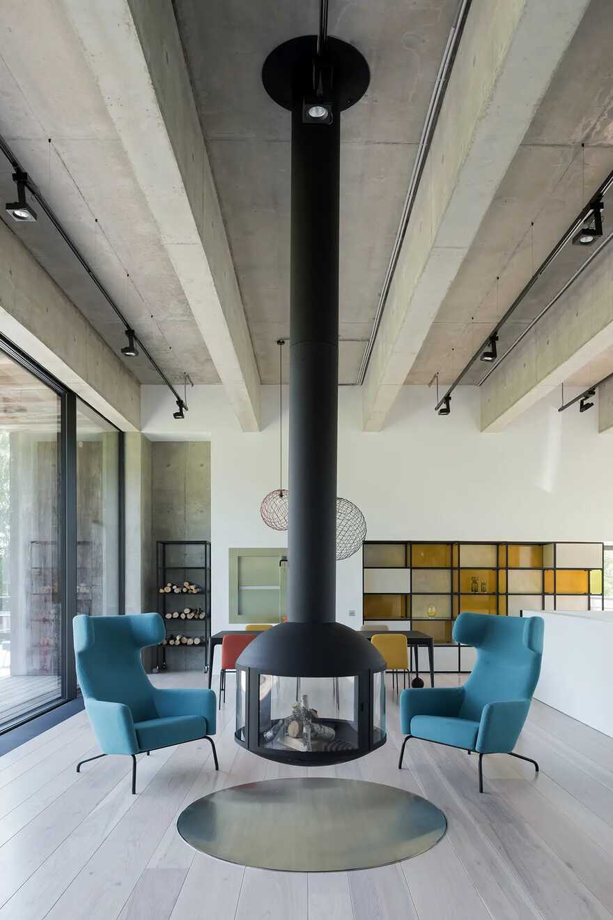 fireplace / ZUN Architecture and Design