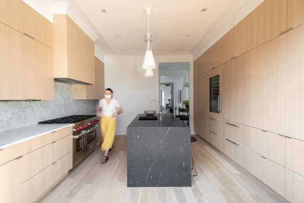 1906 Victorian Row House Was Fully Restored with Entertaining in Mind