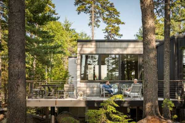 Retreat on a Pond's Edge by Elliott Architects