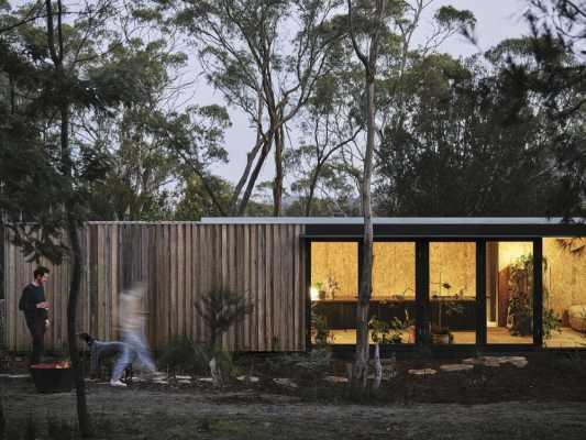 Casa Acton Extends the Sense of Space into a Landscaped Garden
