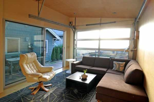 Seattle Backyard Cottage – a 200-square-foot Home Office and Party Pad