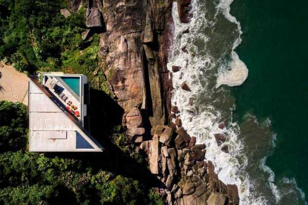 Peninsula Weekend House by Bernardes Arquitetura