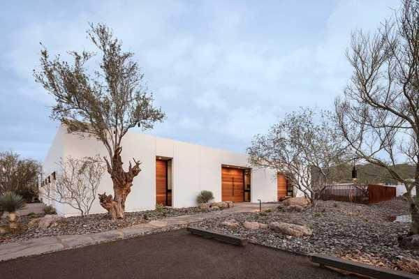 O-asis House in Phoenix, Arizona / The Ranch Mine