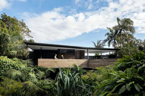 Larus Marinus House, Wategos by Harley Graham Architects
