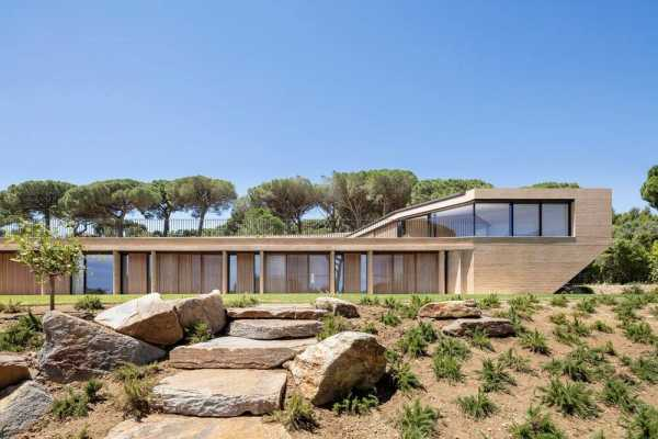 Villa Varoise, a Family Retreat in the South of France by NADAAA