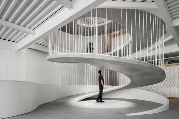 New Offices of E-goi and Clavel ́s Kitchen by Paulo Merlini Architects