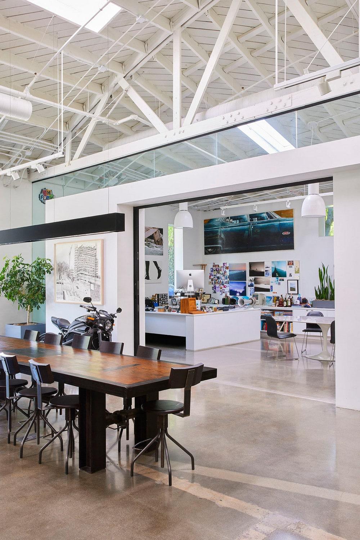 communal and flexible workspace, Assembledge+